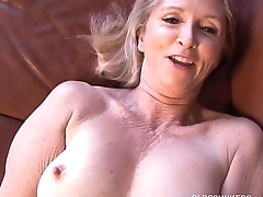 Super sexy older lady plays close by her juicy pussy for you
