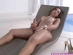 Amateur shemale tugging her cock