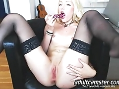 blonde on webcam dildoing pussy