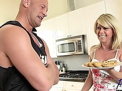 grown-up blonde TS Joanna Jet fucks her boytoy bareback