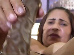 Mature arab mom playing with her wet pussy More on: 18CAMS.CO