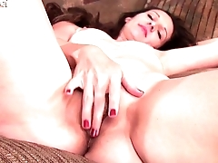 Sizzling US MOM with hungry vagina More on: 18CAMS.CO